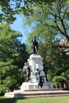 Statue devant la Maison Blanche