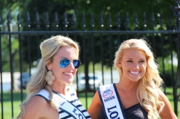 Miss USA devant la maison blanche
