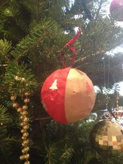 DIY Boule kraft + papier rouge
